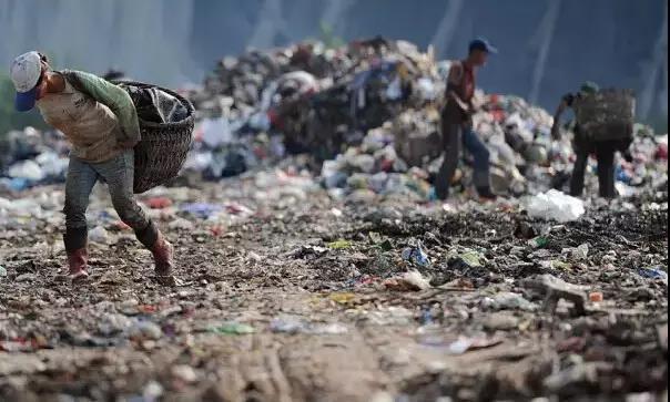 捡垃圾成了中国人很大一部分人的生活来源之一